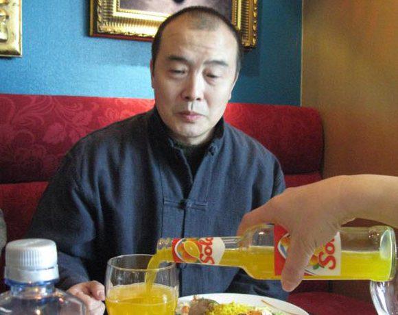 Ytringsfrihetsprisvinner Tsering Woesers ektemann, Wang Lixiong, ønsket å prøve noe norsk.